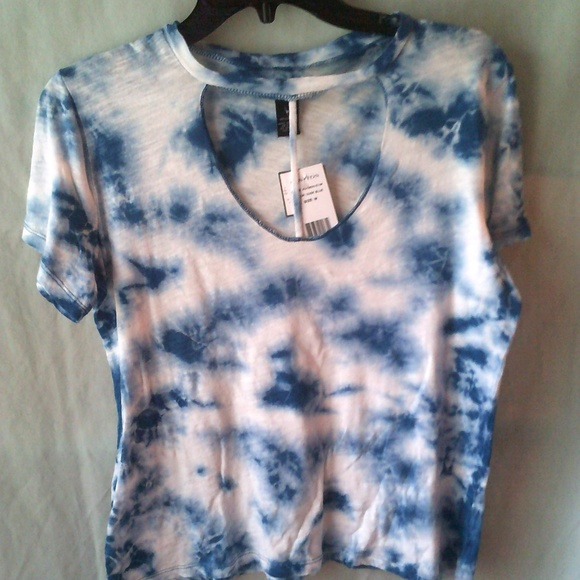 Rue21 Tops - Ladies low cut shirt by Rue21 size M